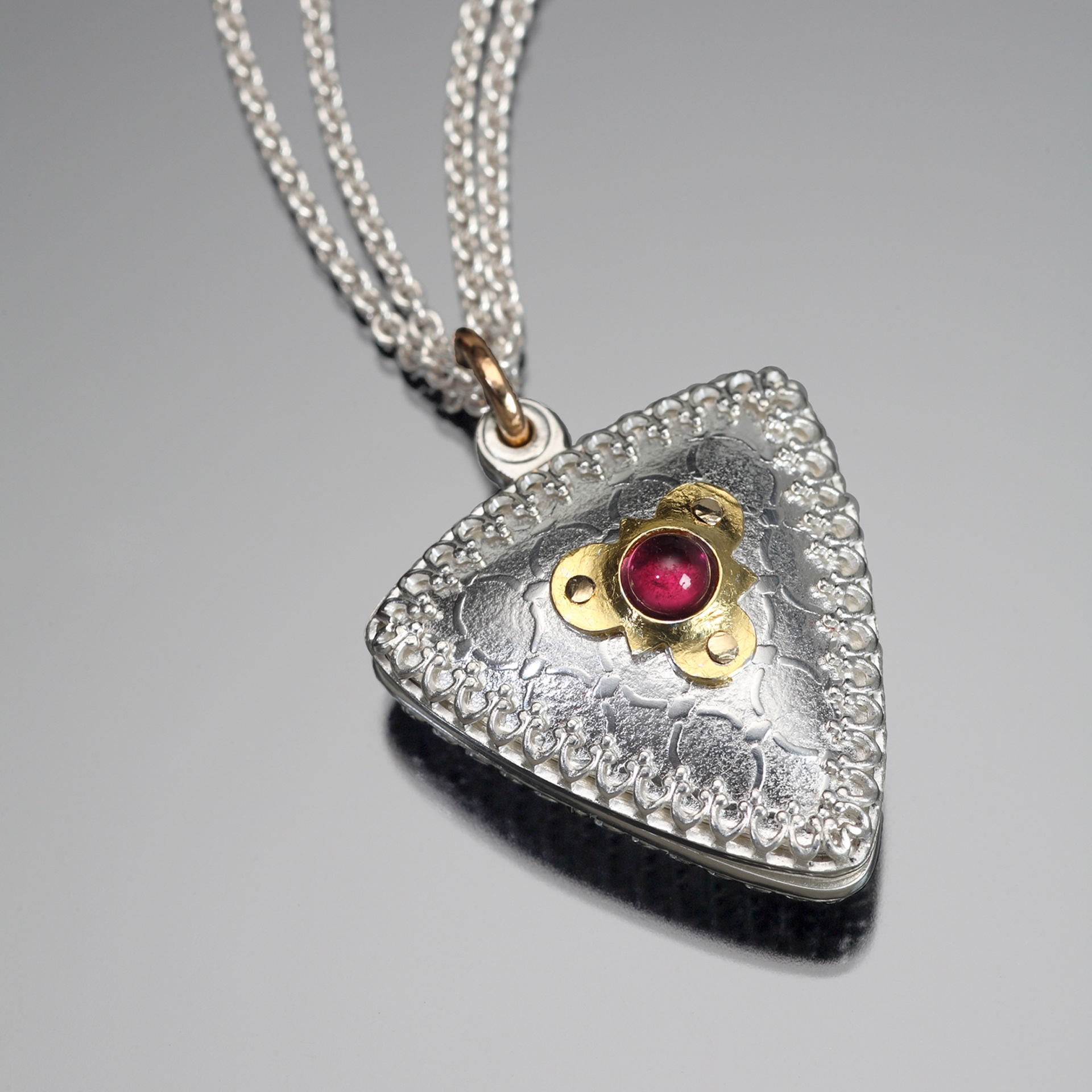 "'Swivel Locket' by Nanz Aalund. This locket will be on display at Facèré Jewelry Art Gallery as part of their ""So Fine"" exhibition until May 12, 2015. Photo used with permission."